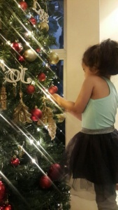 morgydecorating tree