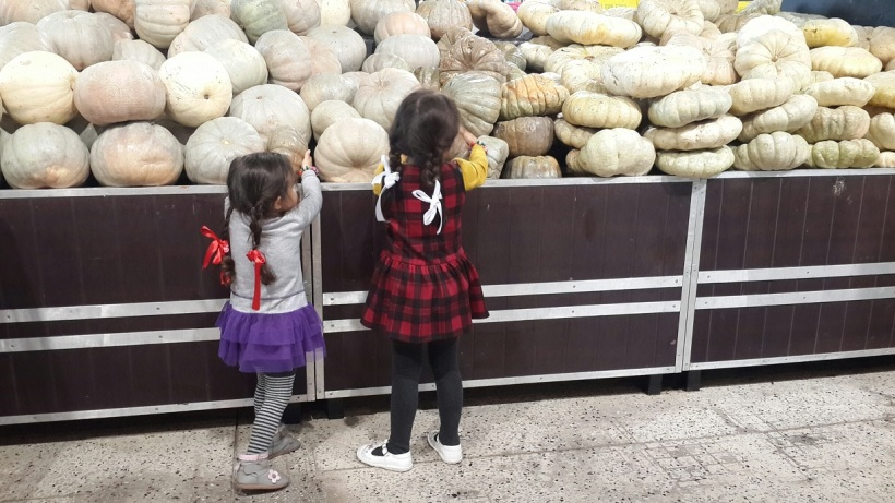 Veggie shopping has never been this fun for them